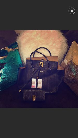 Authentic Michael Kors Miranda with matching wallet for Sale in Pittsburgh, PA