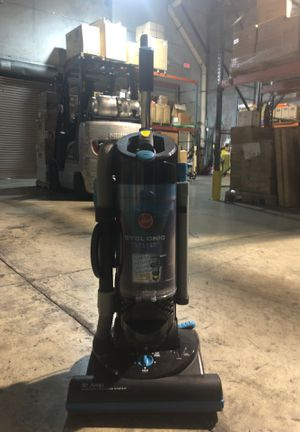 Hoover cyclonic vacuum UH70070 for Sale in Miami, FL