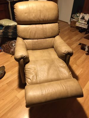 Leather recliner for Sale in Woodbridge, VA