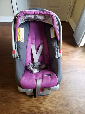 Graco click connect snugride 30 infant car seat with base for Sale in Kirkland, WA