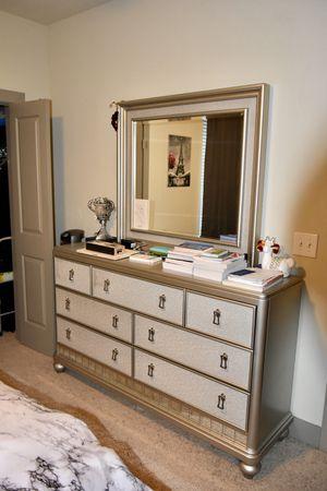 Dresser + mirror for Sale in Dallas, TX