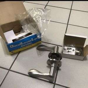 Doral lever lock bed & bath Privacy Door Lever in Satin Nickel for Sale in Miami, FL