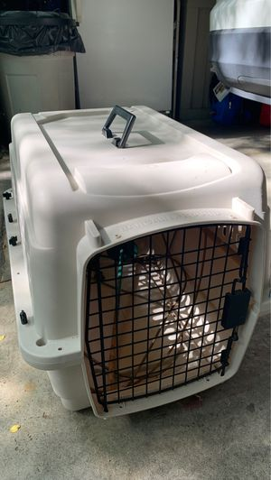 "Dog crate with handle and yard pin with plastic wire, 26""x 18"" x 18"" for Sale in Atlanta, GA"