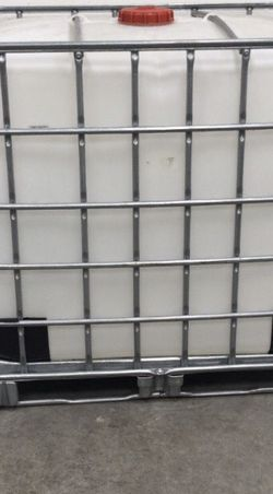 275 Gallon Water Tank w/cage for Sale in Columbus,  OH