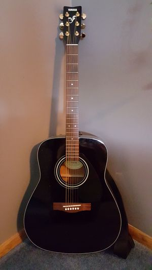 Yamaha acoustic guitar for Sale in Colorado Springs, CO