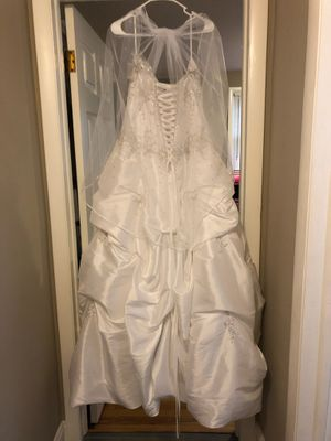 Wedding dress with veil for Sale in Naugatuck, CT