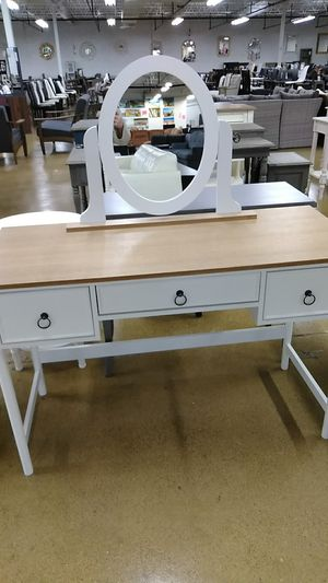 Baxton Studio Makeup Vanity NEW for Sale in Lombard, IL