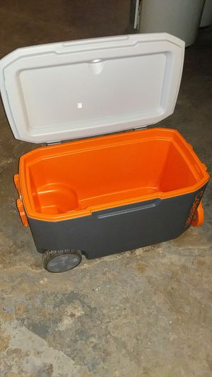 Coleman Cooler With Wheels for Sale in West Hartford, CT