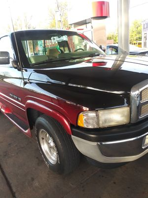 96 dodge 1500 runs and drive clean title for Sale in St. Louis, MO