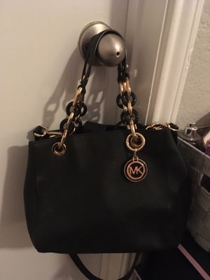 Original M Kors, purchased from Florida Mall. Nice Color! Great Christmas present! for Sale in Kissimmee, FL