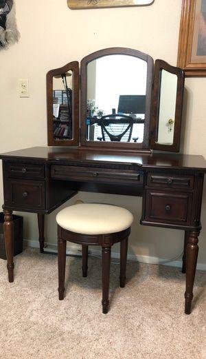 Cherrywood Vanity Desk (excellent condition) for Sale in Fresno, CA