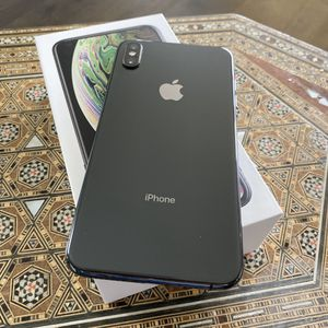 iPhone Xs max 256 Mint Like New for Sale in Miromar Lakes, FL