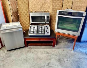 Matching Four Piece Stainless Steel Appliance Package for Sale in North Las Vegas, NV