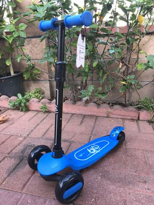 6KU 3 Wheels Kick Scooter for Kids Adjustable Height, Learn to Steer with Extra-Wide PU LED Flashing Wheels for Children for Sale in Los Angeles, CA