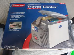 Rubbermaid thermoelectric cooler warmer 5liter or 9 can BRAND NEW for Sale in South Daytona, FL