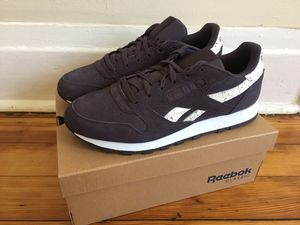 Reebok Classic suede leather sneakers NEW for Sale in Chicago, IL