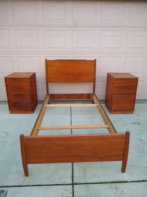 Retro MCM Mid Century Modern Vintage Antique Solid Mahogany Wood Twin Bed With 2 Nightstands for Sale in Modesto, CA