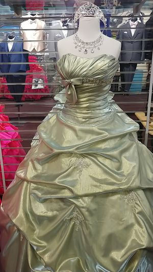 Quinceanera dress package for Sale in San Leandro, CA