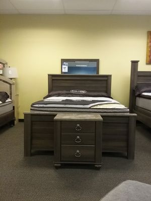 Ashley Furniture Burlington Bedroom Set for Sale in Wenatchee, WA