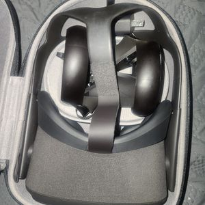 Oculus Quest - 128Gb for Sale in Tacoma, WA