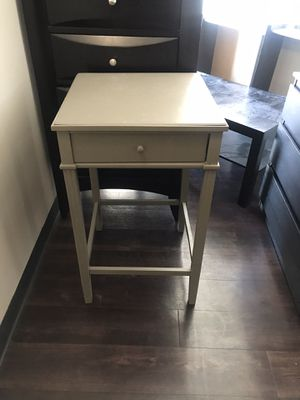 BEAUTIFUL BRAND NEW SMALL END TABLE STURDY LOVELY 😊 OFF WHITE COLOR $35 for Sale in Cambridge, MA