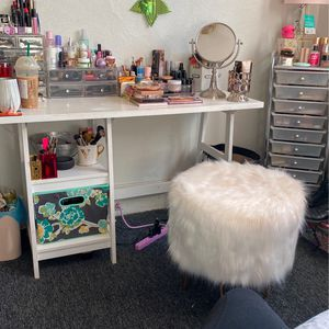 Vanity And Fluffy Stool for Sale in Pittsburgh, PA
