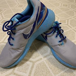 Nike shoes (5Y) for Sale in Milwaukee, WI