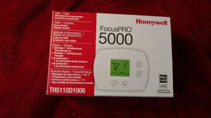 Focus Pro 5000 Honeywell Thermostat for Sale in Gibsonia, PA