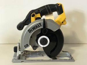 DEWALT 20v CORDLESS 6-1/2in CIRCULAR SAW NO BATTERY OR CHARGER INCLUDED TOOL ONLY SOLO LA HERRAMIENTA for Sale in San Bernardino, CA