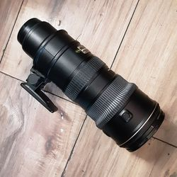 Nikon ED Afs vr-niikonr 70-200mm 1:2.8G camera lens for Sale in Chowchilla,  CA