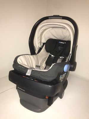 Uppababy car seat for Sale in North Bergen, NJ