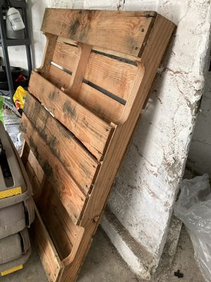 Two pallets for Sale in Tacoma, WA