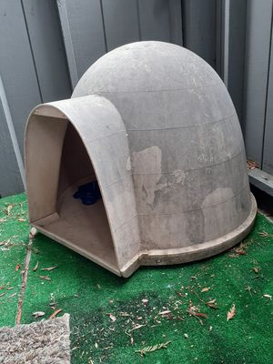 Big dog igloo for Sale in Fairfield, CA