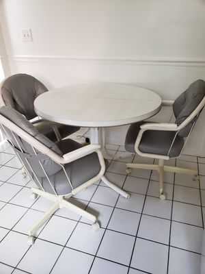 Kitchen table with 3 comfy swivel chairs on wheels for Sale in Hollywood, FL