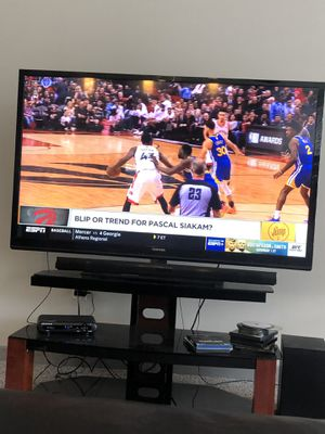 60 inch TOSHIBA smart TV for Sale in Whitehall, OH