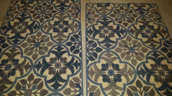 2 floor throw rugs