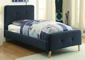 Queen Szie Upholstered Platform Bed, Fully Slated NO BOX SPRING for Sale in Santa Ana, CA