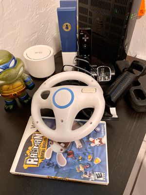 Wii control, charger and game for Sale in Miami, FL