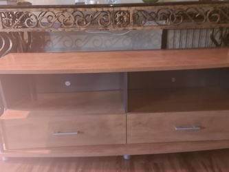 Maple Entertainment Table With Storage for Sale in Buena Park,  CA