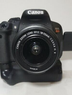 Canon EOS Rebel T5i w/ EF-S 18-55mm IS II lens battery grip and bag for Sale in Auburn, WA