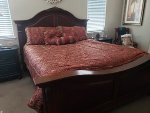 Broyhill solid wood bedroom set for Sale in Tracy, CA