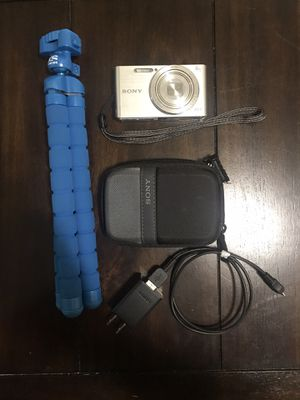 Sony Cybershot Camera and Tripod for Sale in Los Angeles, CA