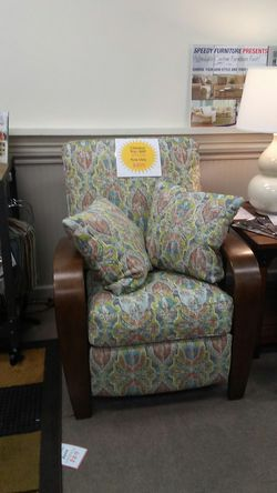 Klaussner push back accent recliner with 2 throw pillows for Sale in Uniontown,  PA