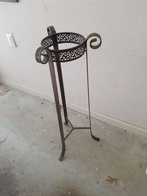 Metal vase or plant holder for Sale in Alpharetta, GA