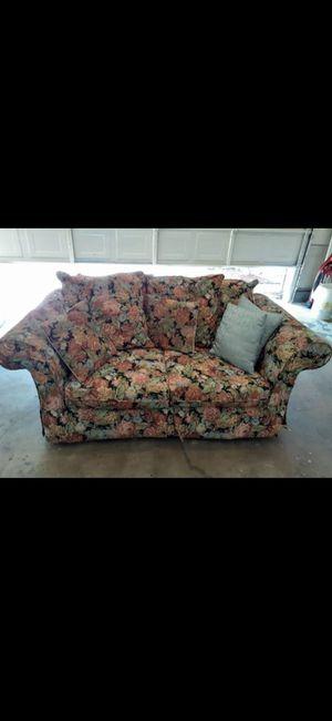 Sofa love couch (mint condition) for Sale in El Cajon, CA