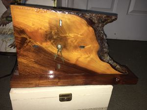 Vintage Antique Very Early Quartz Clock Movement Clock made with Pine Wood Live Edge Wood Slice! for Sale in Lehi, UT