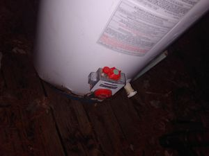 Water heater lil rust works perfect for Sale in Mitchell, IL