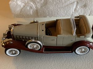 1932 cadillac v-16 Phaeton Signature Model Car Collectible Wall Mountable for Sale in Chandler, AZ