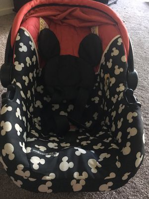 Micky mouse infant car seat with base for Sale in Sunnyvale, CA
