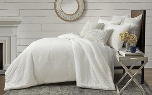 New full queen white comforter set w/ 2 pillow cases for Sale in Henderson, NV